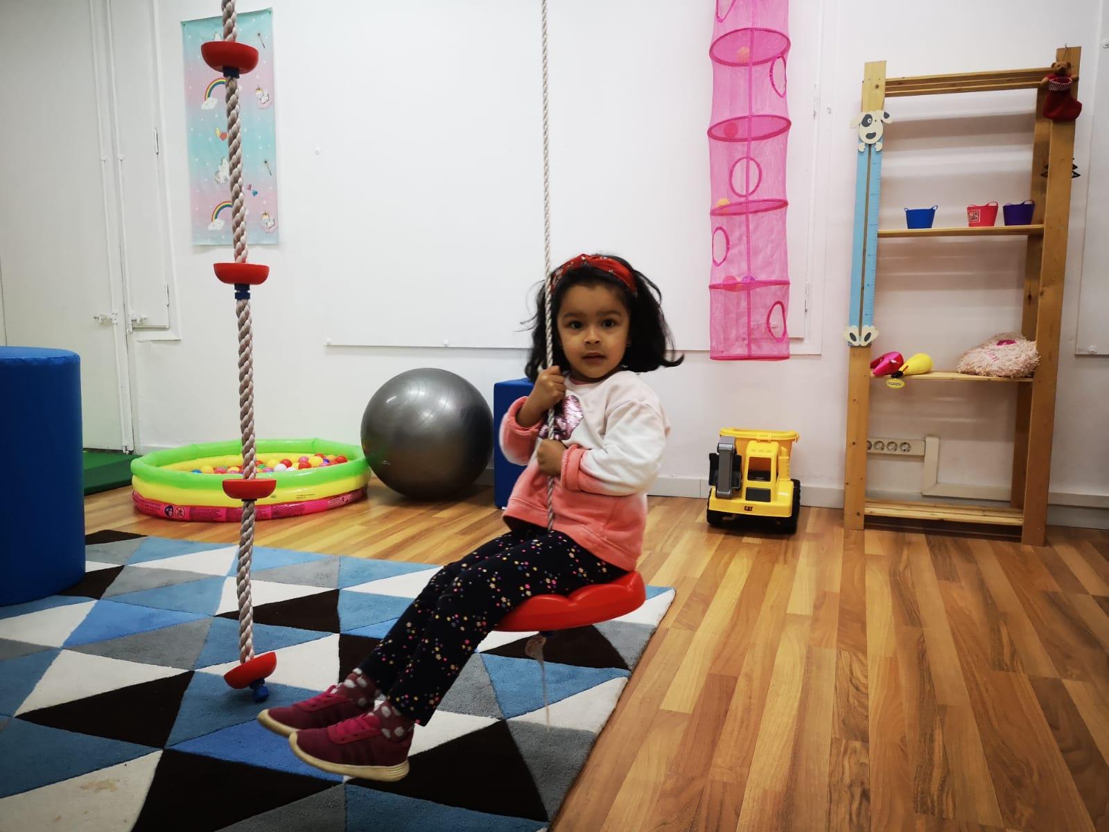 niña rehabilitacion psicomotricidad centro neures