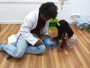 niña busca palabras terapia ocupacional centro neures